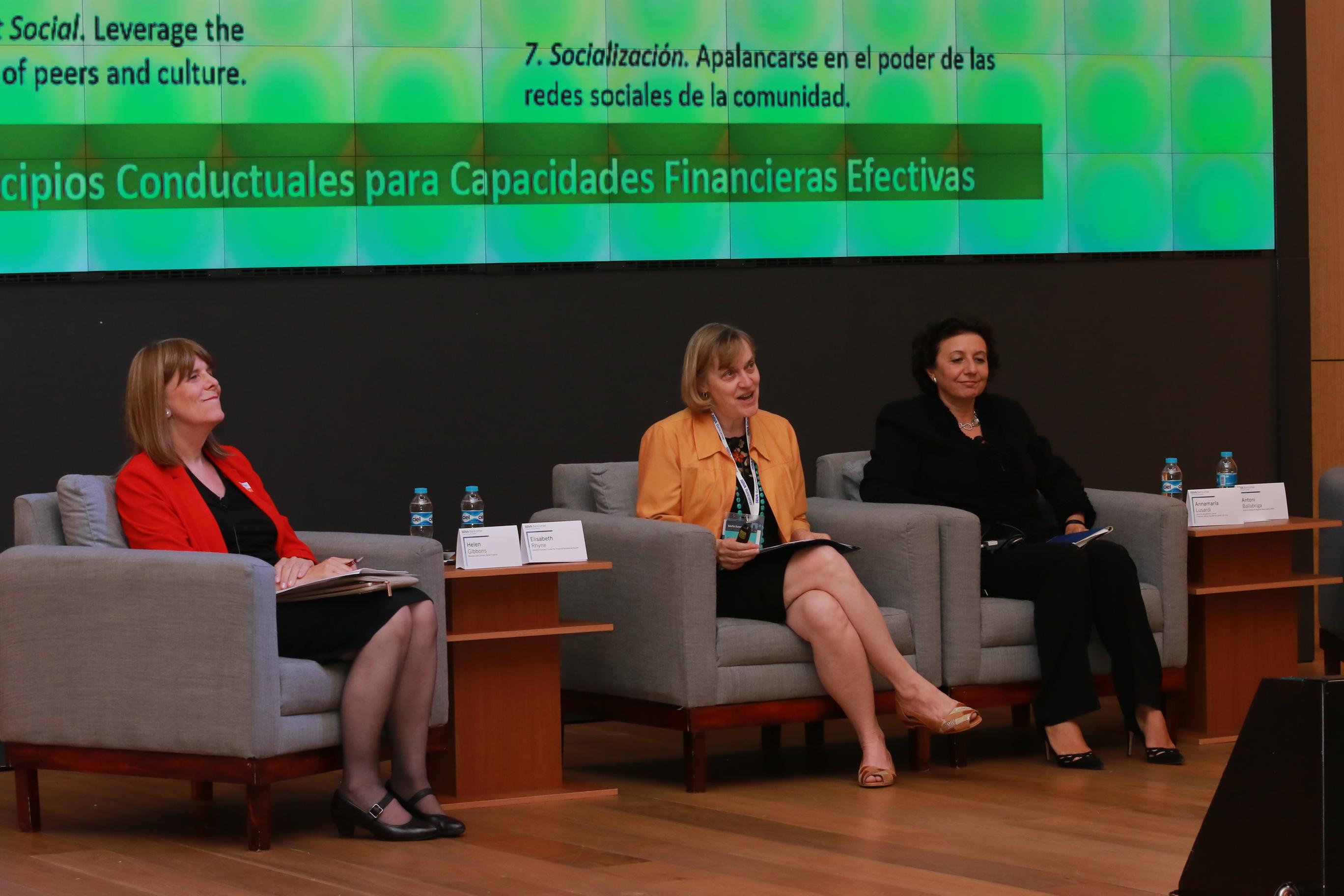 Helen Gibbons, Elisabeth Rhyne y Annamaría Lusardi