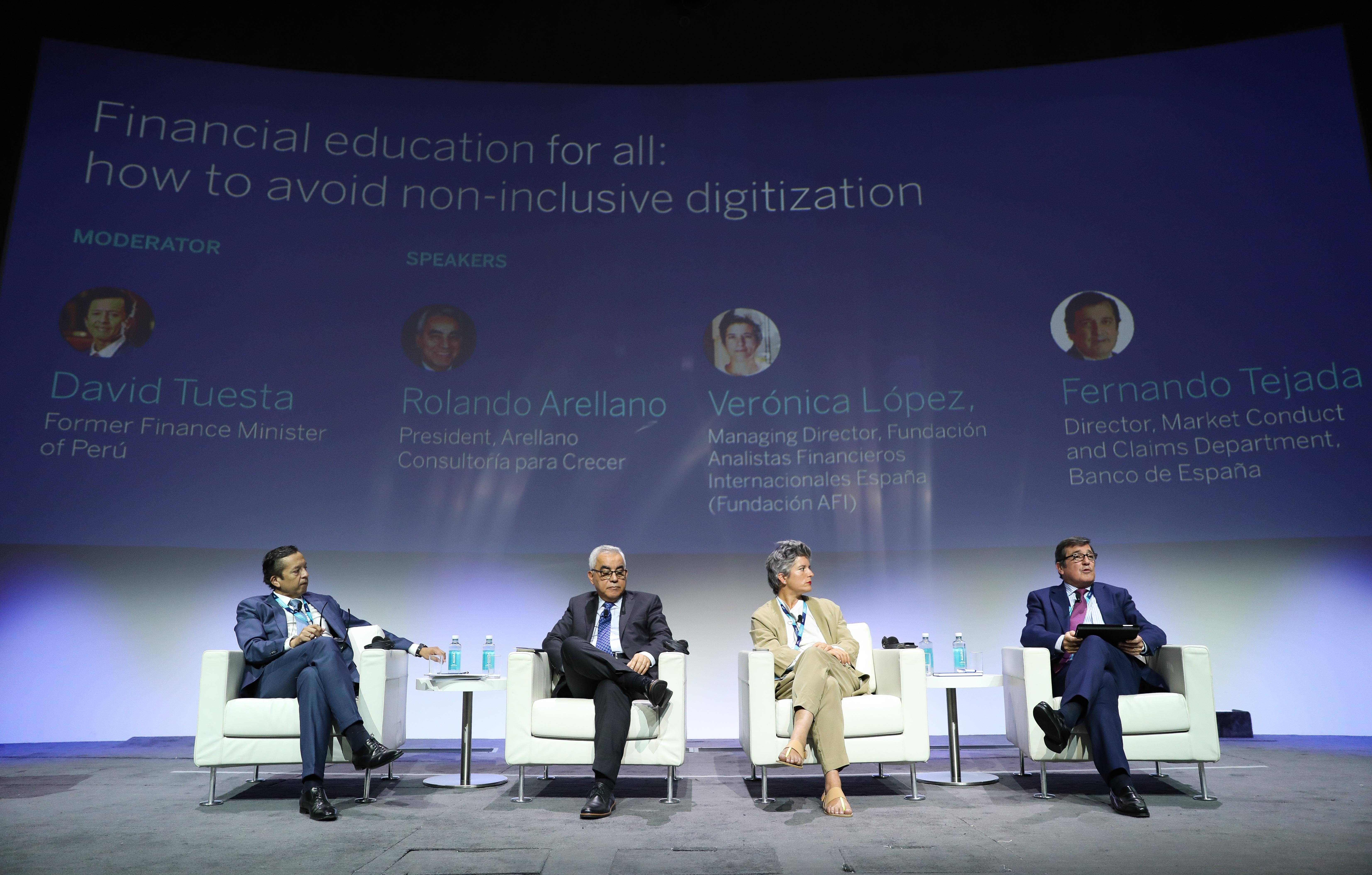 Panel Educación Financiera para todos: cómo evitar la digitalización excluyente