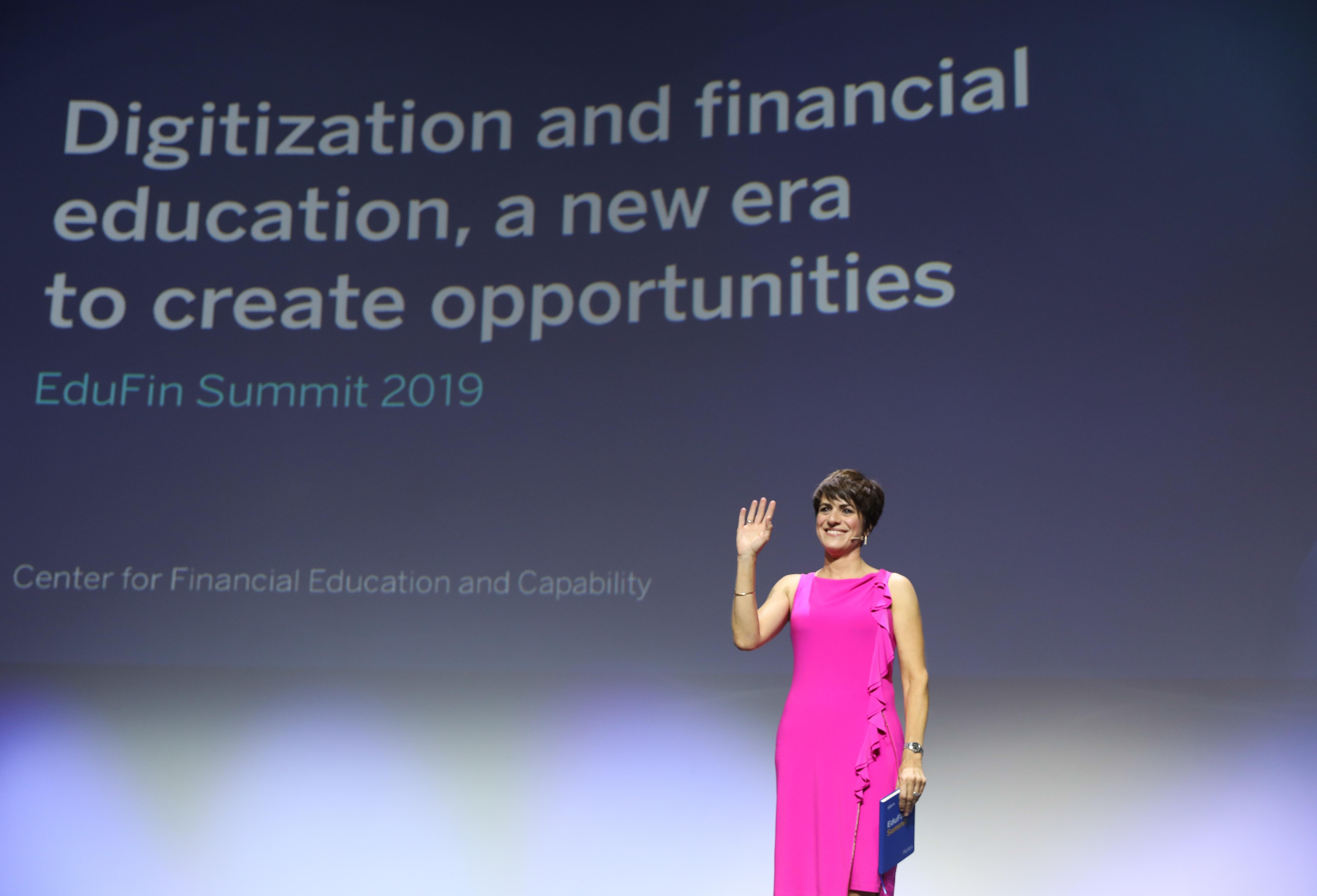 Helena Díez-Fuentes, presentadora  del EduFin Summit 2019